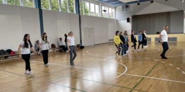 Schüler der GGL beim Boogie Woogie Workshop mit Dieter Jung vom TSC Wettenberg